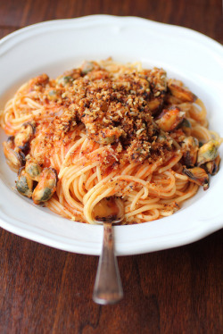 "seriousnoms:  (via ""What you give away you keep."": Seafood Spaghetti with crispy garlic breadcrumb topping)"