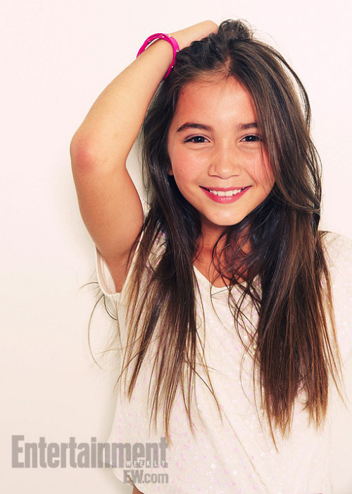 spray-can:  entertainmentweekly:  Meet Cory and Topanga's daughter, Riley Matthews.  She doesn't even look like either of them GAH. That's okay. Maybe she acts like them.