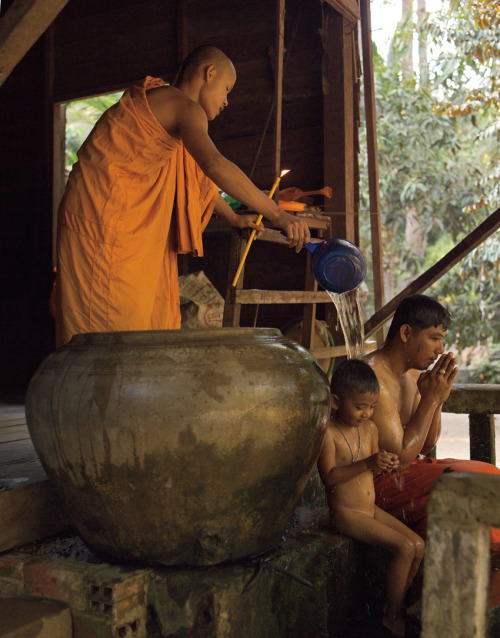 FATHER & SON PURIFICATION / ANGKOR © JPDOMINGUE