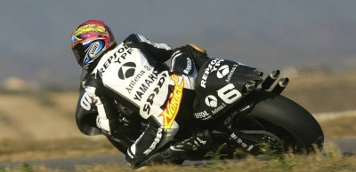 leaning in …Norifumi Abe, Antena 3 d'Antin-Yamaha YZR500, 2002 FIM 500cc World Championship, pre-season tests
