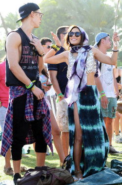 So you think YOU'RE hipster… check out these too hipster celeb 12 Coachella looks.