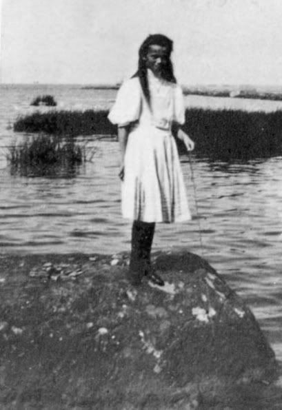 Grand Duchess Olga on the beach in Finland: 1908.