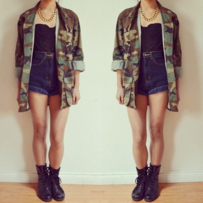 banksliketyraa:  Banksliketyraa.tumblr.com  thanks god im getting my jacket :D