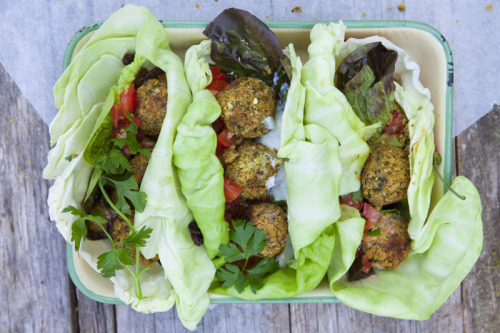 veganrecipecollection:  (via Green Kitchen Stories » Herb & Pistachio Falafel)