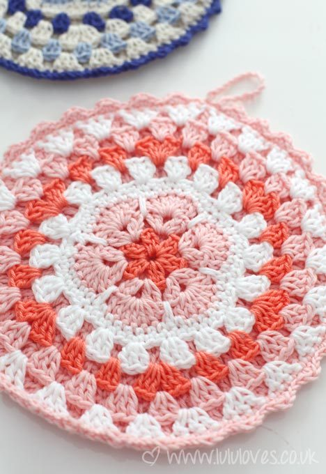 podkins:  ORNAMENTAL POT HOLDERS Emma from LuLu Loves used the pattern found here to crochet these little African Flower lovelies.