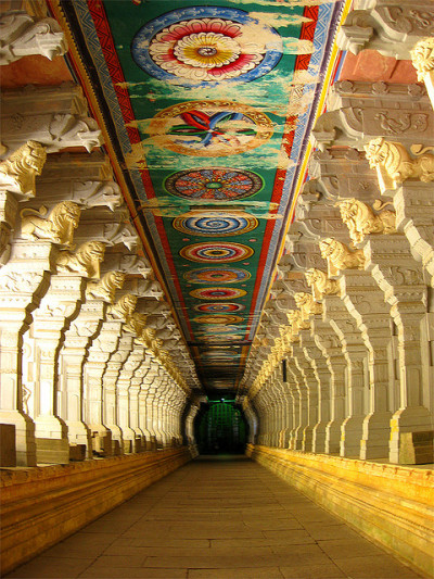 ledecorquejadore:  Corridor of Ramnathswamy Temple, the largest in the world in Rameshwaram, India (via Pinterest)