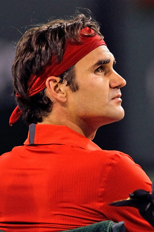 Never can be tired to admire Roger's peRFect profile and hair. And when he wears red I'm dying  ♥