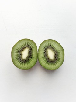 wondahland:  whitefucksidontgive:  Kiwi  green