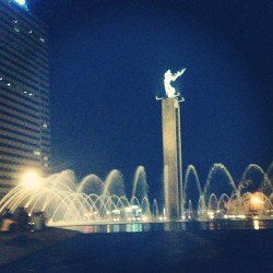 Jakarta 09/05/2013. #indonesia #jakarta #city #lights #night #travel #world #aroundtheworld #asia #HI #monuments