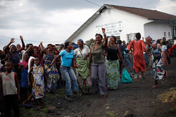 politics-war:  Congolese women cheer as government troops arrive. Several hundred Congo army soldiers returned to the key eastern city, as rebels remained poised nearby and a possible fight loomed for the city of 1 million inhabitants in Goma, Democratic Republic of the Congo. Photograph: Jerome Delay
