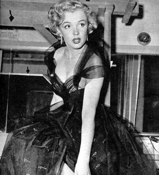 Marilyn Monroe photographed at the Oscars, 1951.