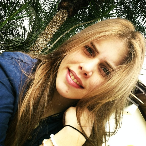 Good morning #me #wakeup #girl #cool #blonde #blue #eyes #meadow #palm #smile #sara #tree #yantra #sun #sky #gorgeous #home #like #love #colors #hair #nature #bright #shine #beautiful #WHI #green