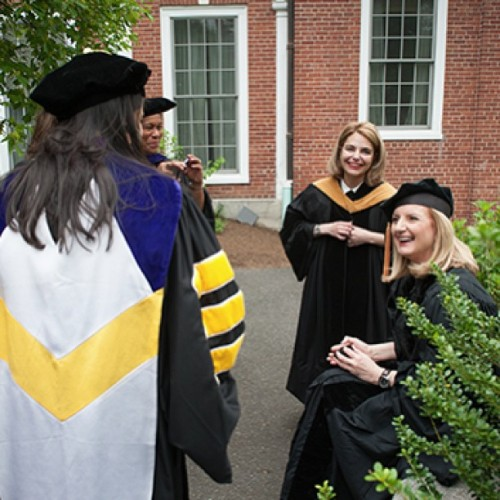 @ariannahuff meeting the Smith College faculty. #smithcollege #commencement  #ariannahuffington http://bit.ly/16FQwzI
