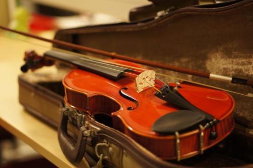 【日本発!みんなで作ろう子どもオーケストラ♪】「楽器集めプロジェクト」の報告と、「楽天こども音楽祭」のご案内! 楽天のCSR活動のひとつの柱であります「音楽を通じた教育振興」につきまして、たくさんのみなさまにご協力をいただきました「楽器集めプロジェクト」の結果をご報告させていただきます。合計25台の弦楽器が集まり、全てを「相馬子どもオーケストラ」の子ども達にお届けすることができました。ご協力いただきましたみなさまに、この場をお借りし�