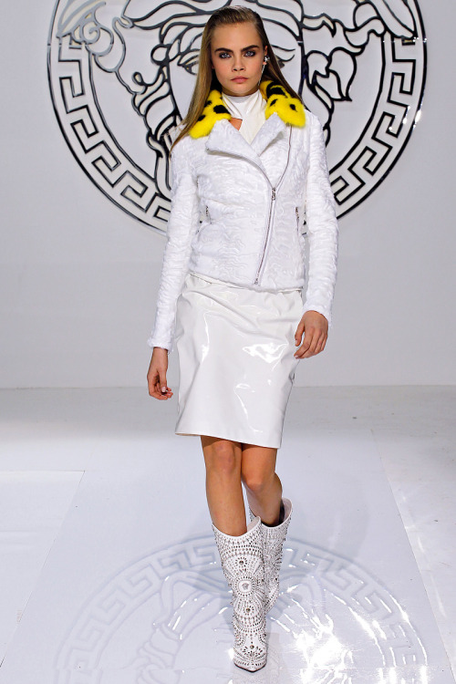 models-on-the-runway:  versace f/w 2013