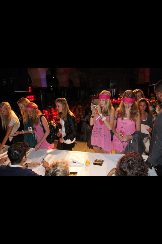 directionaction:  directioners meeting 1D.  (me and my friends)  Eww..they ugly