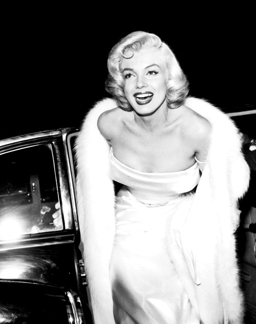 in-lovemarilynmonroe:  Marilyn Monroe at the premiere of Call Me Madam, 1953.