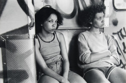 fotojournalismus:  Subway. South Bronx, New York City, 1979. [Credit : Danny Lyon]