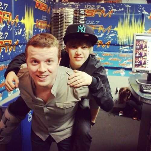 @jojowright First time met @JustinBieber he pranked me, jumped on my back. Hate when that happens. (I'm on the left)