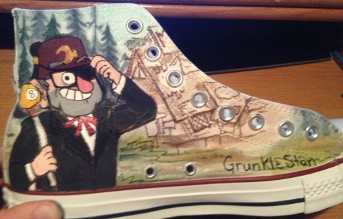 camiekahle:  sharpie91:  I finally finished my Gravity Falls shoes.  Omg