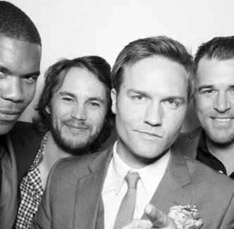 fuckyeahtaylorkitsch:  FNL reunion at Scott Porter's wedding! [x]