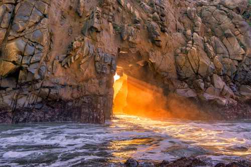 Golden light in the Pfeiffer Arch by mojo2u on Flickr.