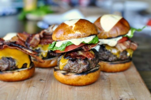 yummyinmytumbly:  Bacon Cheddar Ranch Pub Burgers  bacon…