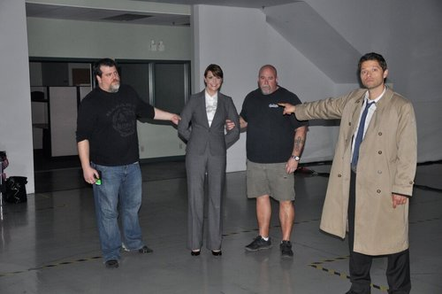 misha collins pointing at amanda tapping.