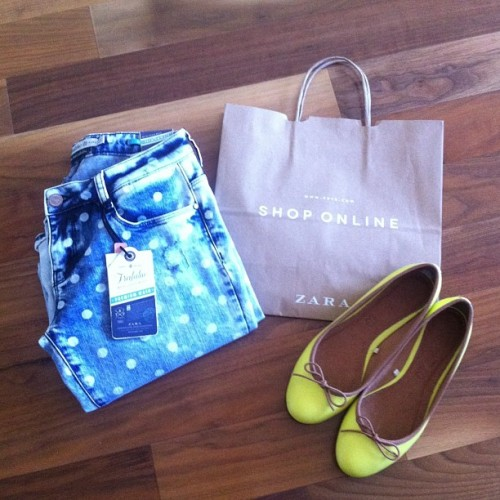 Polka dot #skinny #jeans from #zara and cute #neon #flats from#JOEFresh. #fashion #fashionista #style #stylist #blogger #fashionblogger #instagrammer #instagood #instafashion #buyoftheday #ootd #lookbook #trends
