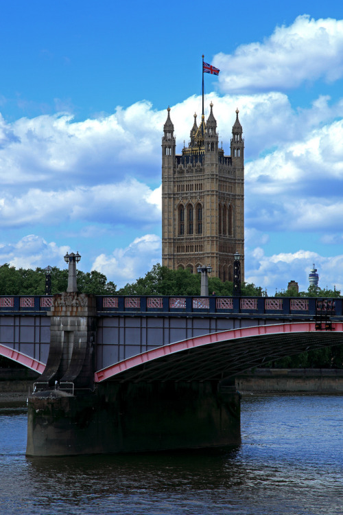 lndnwlkr:  Lambeth Bridge, London (by stephenpotter15)