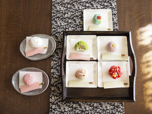 nihon-daisuki:  Japanese Sweets by uchiko* on Flickr.