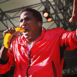 Q Tip kicks the mad banana, so step off the frankfurter. #rapperswithbananas