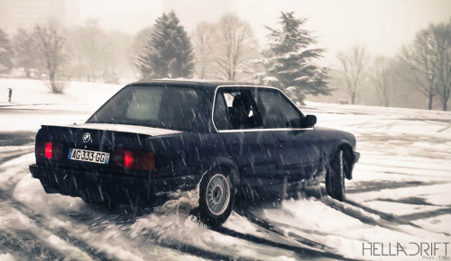 Ice skating Starring: BMW E30 (by Thomas Lorenzetti Photographie)