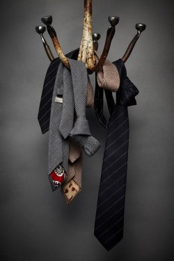 maninpink:  Ties | If you know where to buy this cloth or any other alike please leave the comment in my blog. Thx. Terry