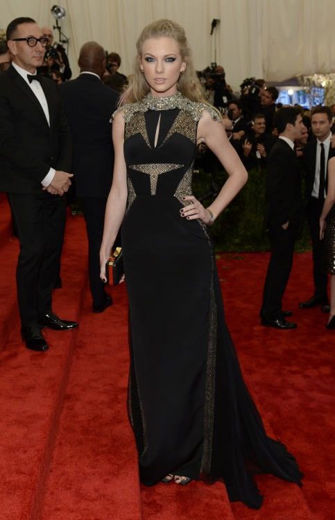 realsushi:  portalswift:  HQ Taylor Swift @ the MET Gala Ball [x]  omg so goddess