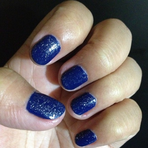 Blue nail polish w glitters for #christmas 🎄