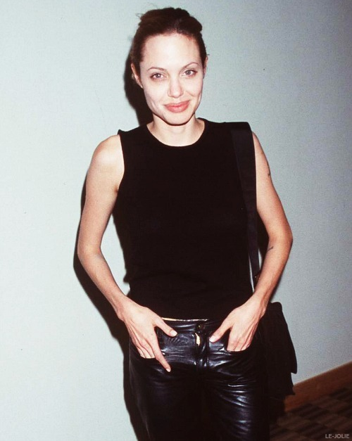 ON THIS DAY: 21st May, 1999Angelina Jolie attends the Oscar De La Hoya fight in Las Vegas