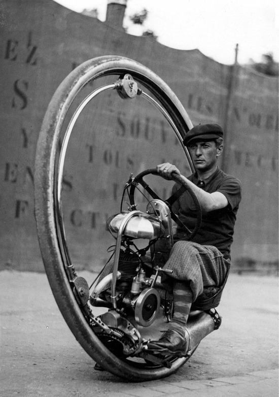 ryanandthecrew:   This one wheeled motorcycle could reach speeds of 150km/hr. Invented by M. Goventosa de Udine in 1931