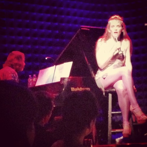Singing straight through your soul, icon @ErinMarkey & @kennymellman @JoesPub shouts out to @TheeIrishHorse :)