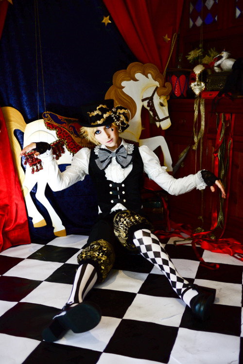 zimiel:  Full Puppet Circus shoot now up~! >HERE<