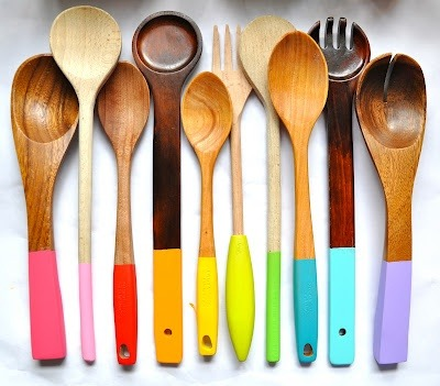 DIY: Painting wooden spoons While we were visiting Little bit Funky blog, we found this interesting DIY. Paint your wooden spoons with different colors and They'll look so great.
