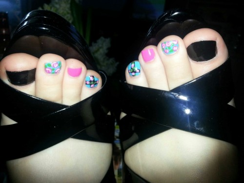 feetplease:  Perfect amateur toes, the Best toes on Tumblr!
