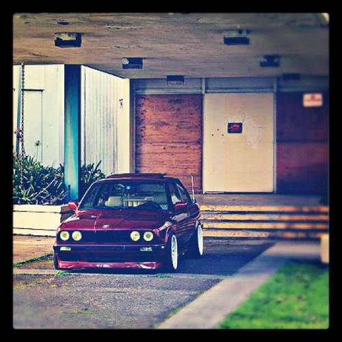 easy parked. #e30 #bmw #325is #oem #42fab #low #stance #weksos #hellaflush  #sf #bay #euro #style32 @stancenation @stanceworks @lowerstandards @bavarianstance @sam_whipschocolate @baggedbmws