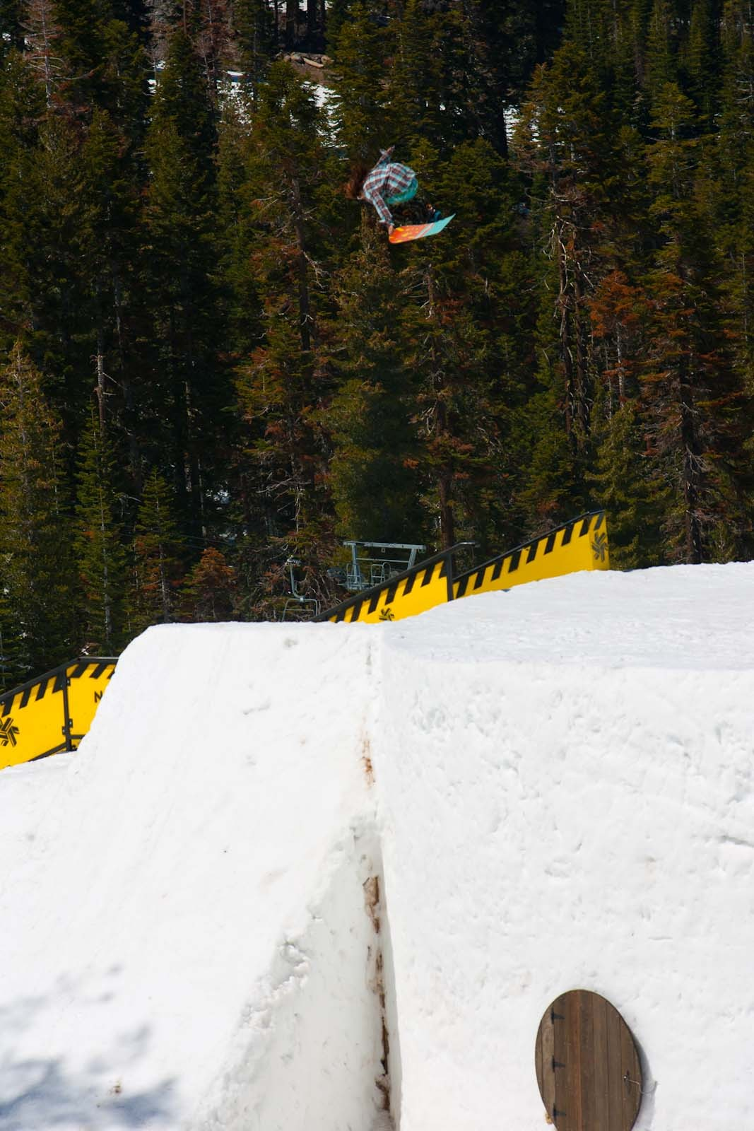 Gabi Viteri / Gloveless Tail Grab Northstar CA 2009
