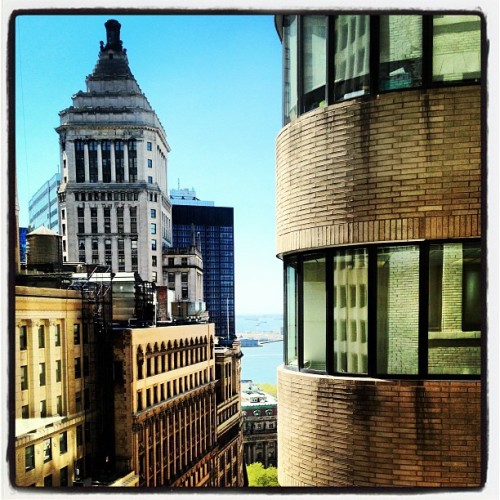 karmabummin | #Office with a view. Sure beats a cubicle. #nyc #wallstreet #newyorkcity (at 87AM)