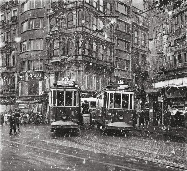 Streetcars. 1950. Photographer: Ara Güler
