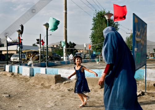 An Afghan girl and her mother in burqa, Kabul, Afghanistan, July 2006.  Thomas Lee