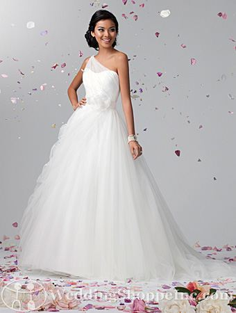 (via Order an Alfred Angelo 2388 Bridal Gown at The Wedding Shoppe today)