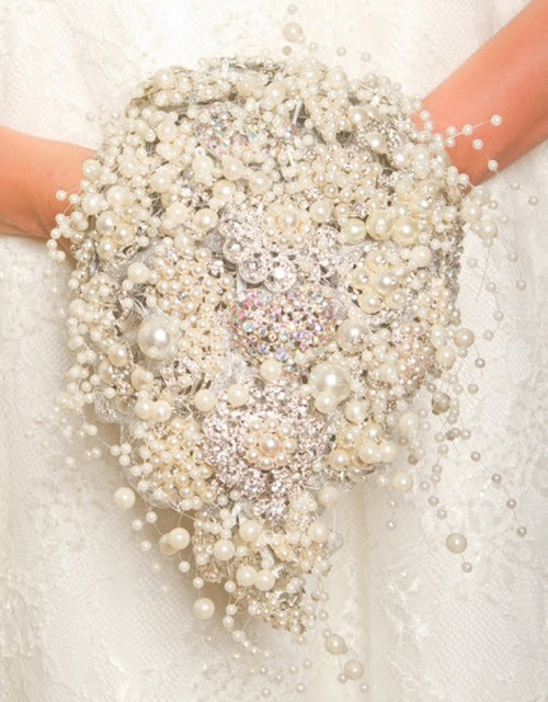 (via Pretty Perfect: Brooch Bouquets)