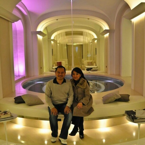 With my sister @28fil at Hotel Plaza Athénée's Spa: DIOR Institute. The whitest place I've evet seen. It doesn't show much, go Google and you'll see. #plazaathenee #dior #diorinstitut #paris #giwtravel #giwparis #spa